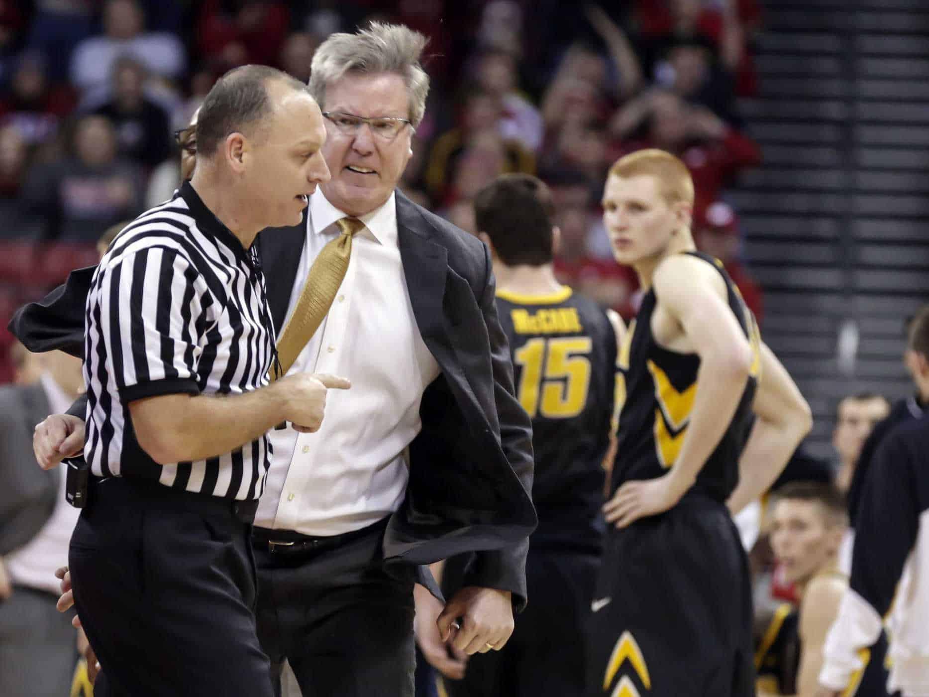 Urla e insulti, quando il coach si scalda
